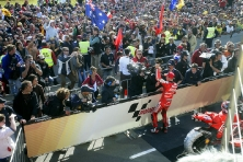 Stoner & Crowd MotoGP 2007
