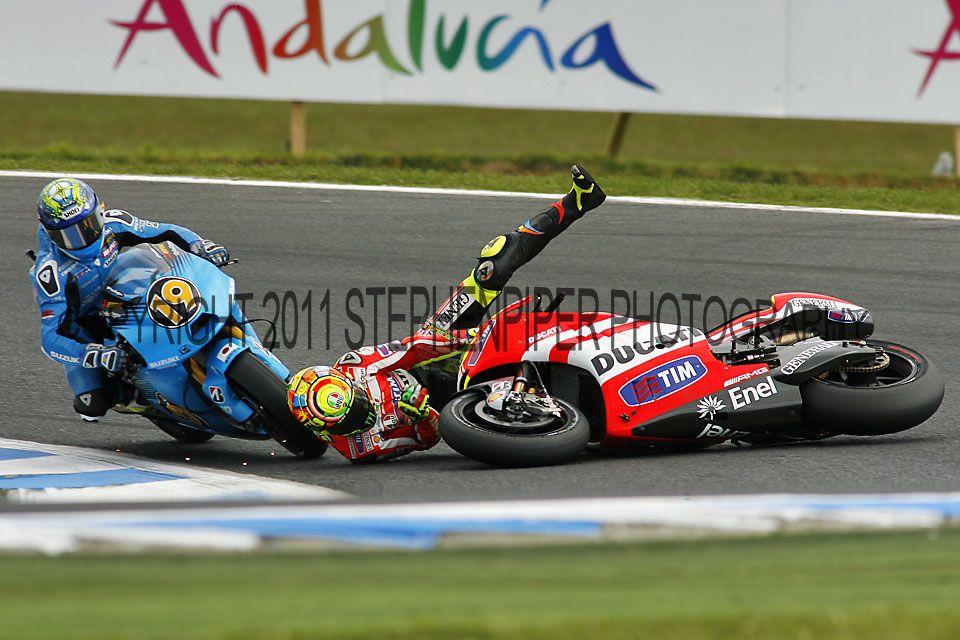Valentino Rossi Crash - Phillip Island MotoGP